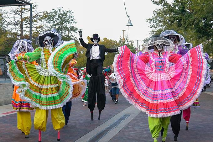 Día de Los Muertos Comes to Life in San Antonio This Fall